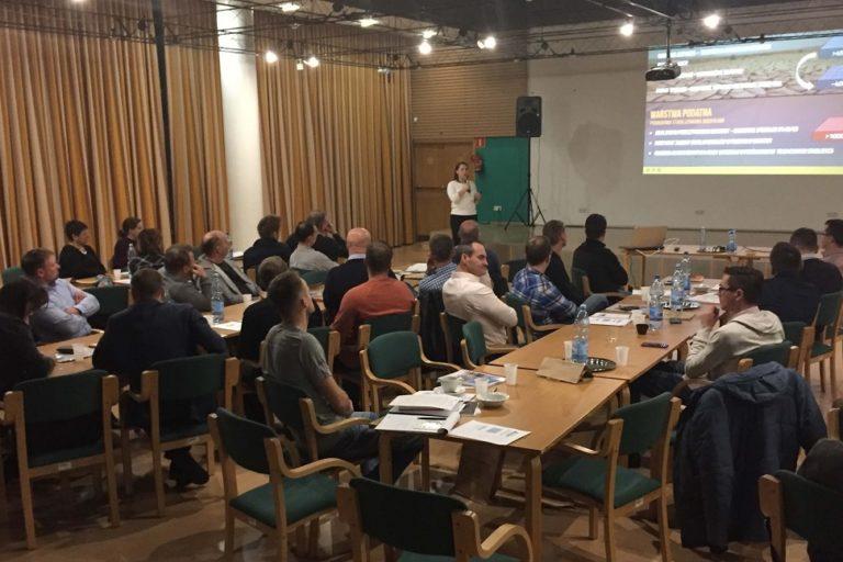 Zdjęcie zrobione podczas prezentacji firmy Nascon podczas szkolenia GDDKiA wJózefowie.