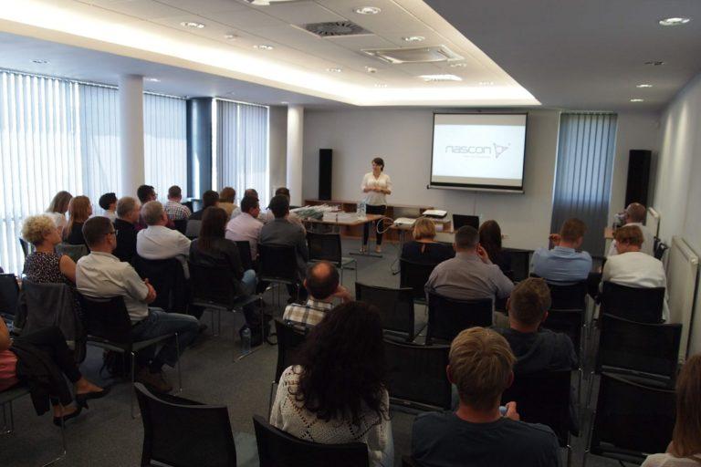 Zdjęcie wGDDKiA Kraków podczas otwarcia cyklu prezentacji przezczłonków firmy Nascon