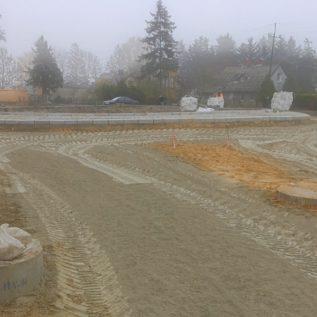 rozsiewanie cementu orazdodatku hydrofobowego wprocesie stabilizacji gruntu