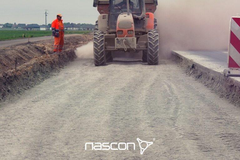 rozsiewanie dodatków wprocesie stabilizacji chemicznej gruntu